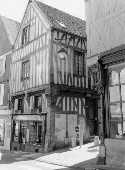 Auxerre, maisons à pans de bois.