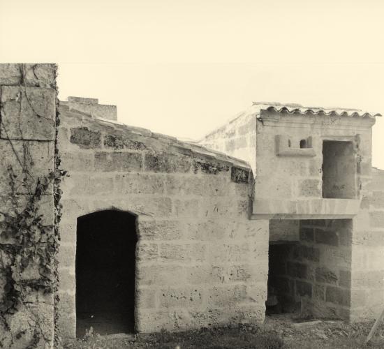 Saint-Christophe-des-Bardes, un four à pain et un pigeonnier du 15ème