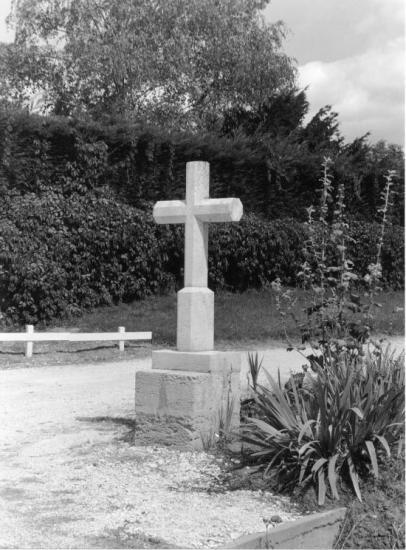 Bayas, une croix au lieu-dit Candeau