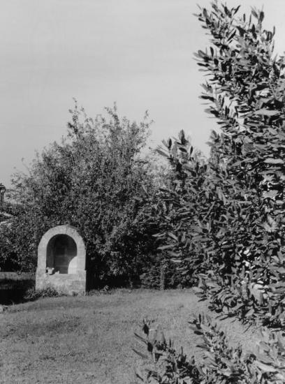 Saint-Christophe-des-Bardes, un puits fermé au lieu-dit Pineuil.