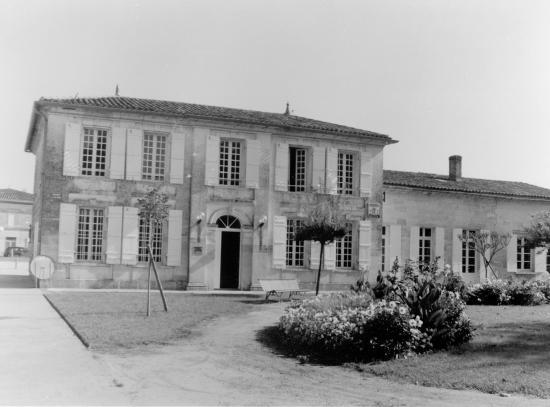 Saint-Denis-de-Pile, le bibliothèque municipale.