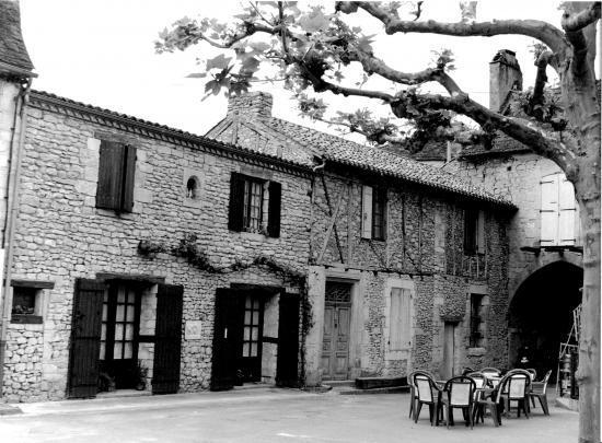Cadouin, une ancienne maison de pierre.