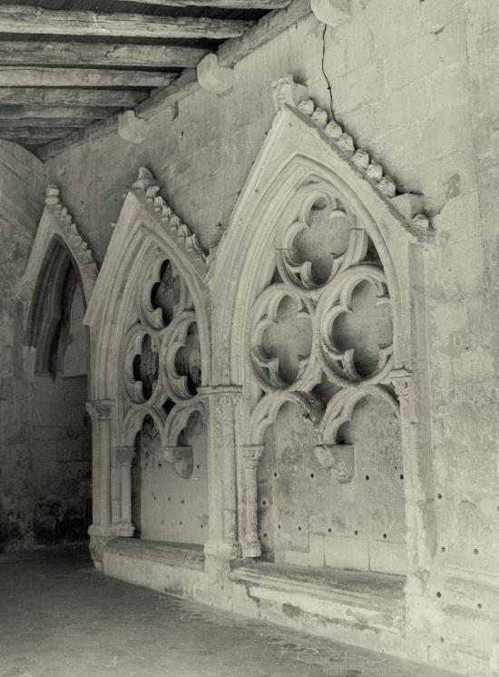 Saint-Emilion, les murs du cloître.