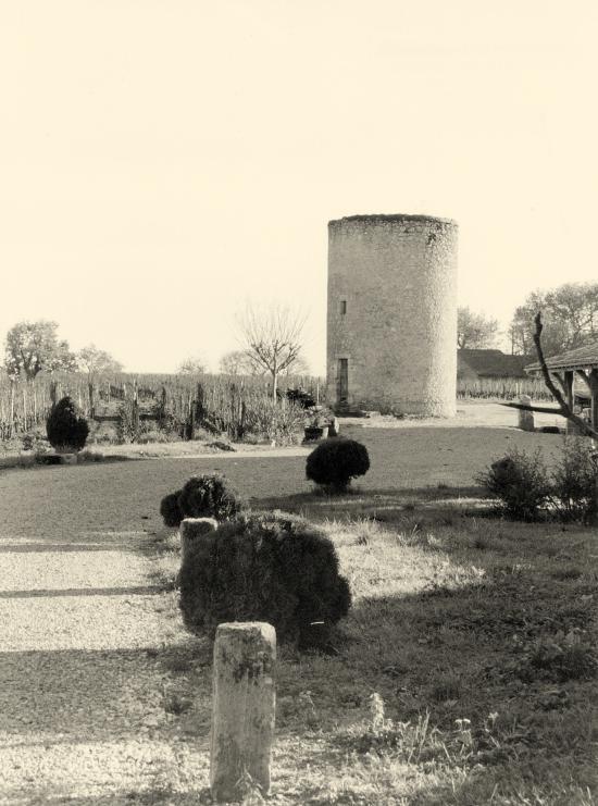 Saint-Etienne-de-Lisse, le moulin de Vilet.