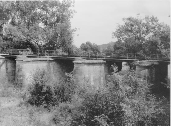 Guitres, les piles du pont