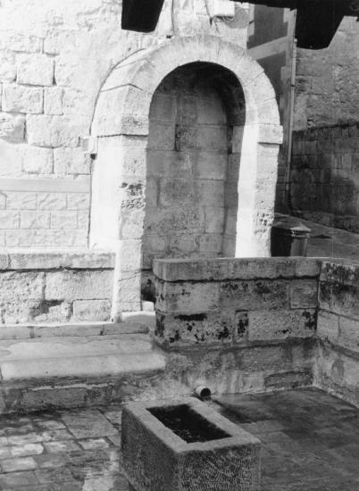 Saint-Emilion, la fontaine.