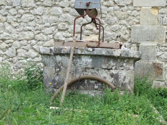 Dardenac, un puits au château Haut-Meyras.