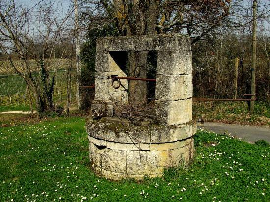 Grézillac, un puits au lieu-dit Cartheron.