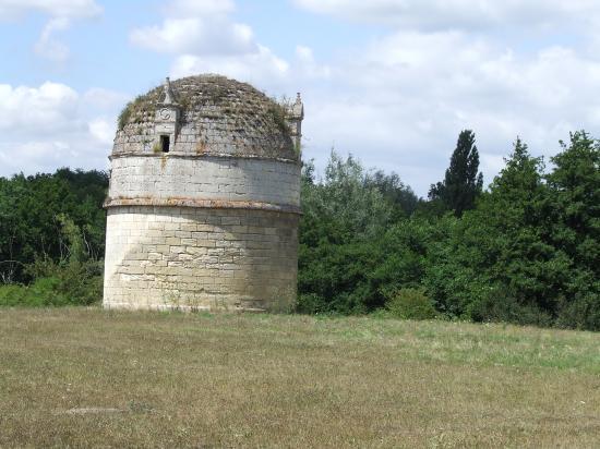 Daignac, fuie au château de Pressac