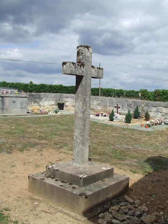 Daignac, une croix devant le tombeau du Général Darmagnac