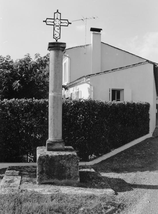 Saint-Emilion, la croix de Figeac.