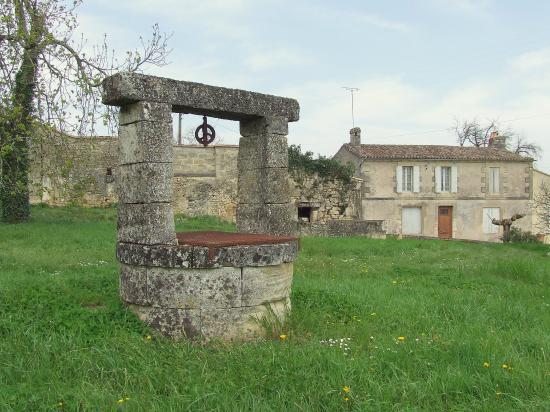 Naujan et Postiac, un puits,