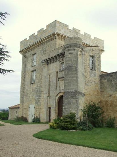 Génissac, le Vieux-Château: l'entrée.
