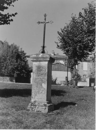 Saint-Ciers-d'Abzac, la croix de mission 1876.