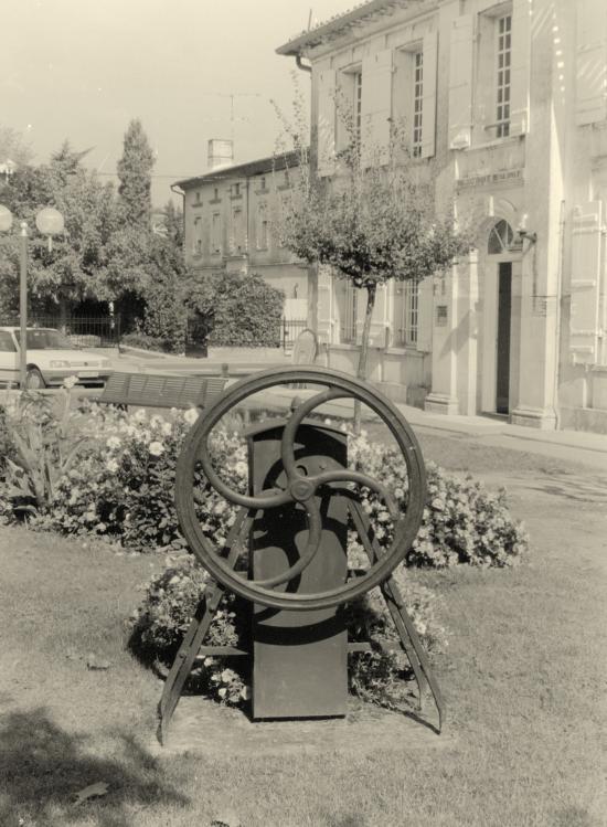Saint-Denis-de-Pile, une pompe à eau à roue.