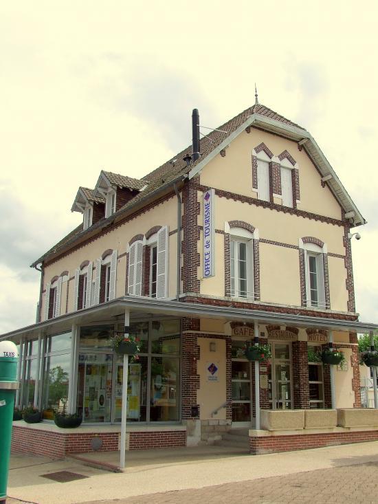 Migennes, une autre vue de l'ancien hôtel de la Réunion.