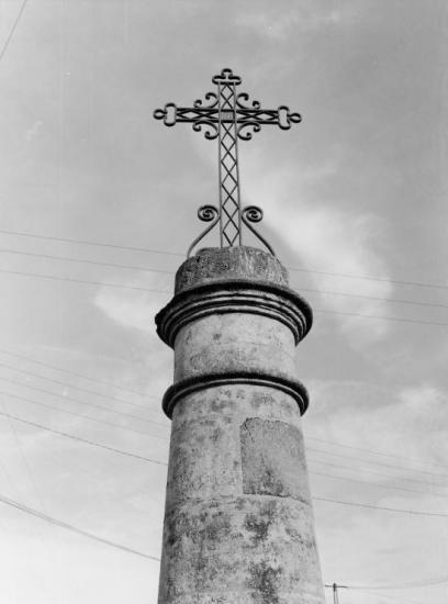 Saint-Sulpice-de-Faleyrens, une croix de mission.