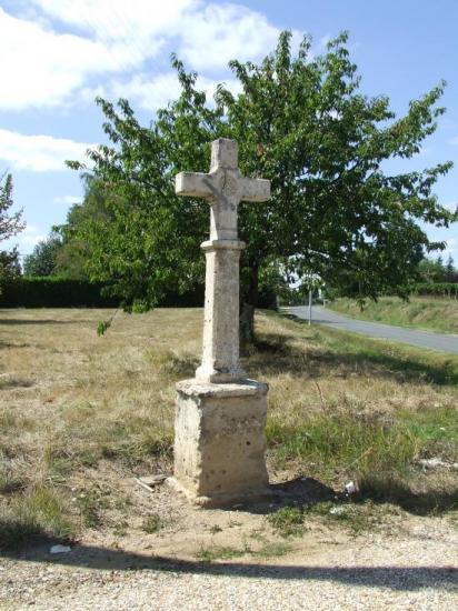 Nérigean, la croix des morts.