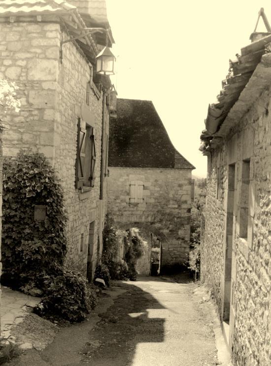 Castelnaud-la-Chapelle, une ruelle.