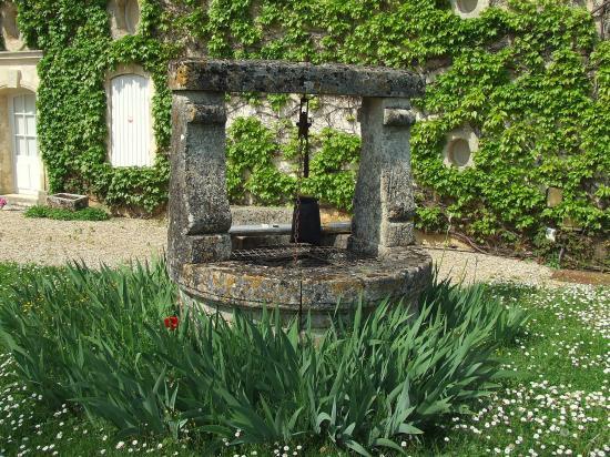 Postiac, un puits en pierre,
