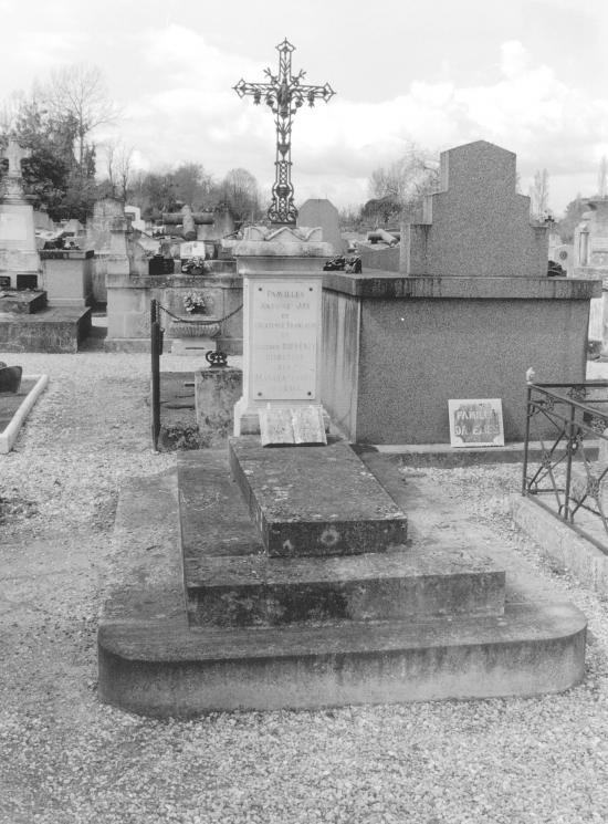 Guitres, la tombe d'Antoine Jay, 1855,