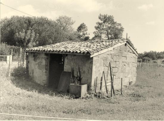 Saint-Denis-de-Pile, une petite maison d'élevage,