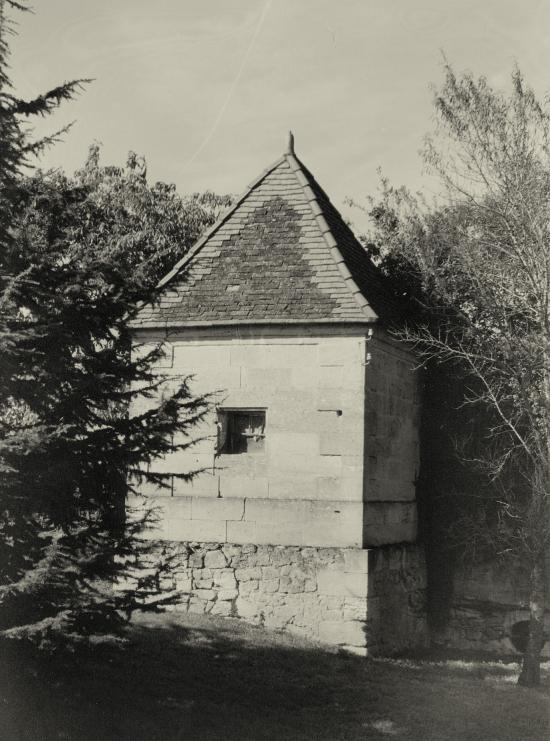 Saint-Christophe-des-Bardes, ancien moulin au château la Pelleterie.