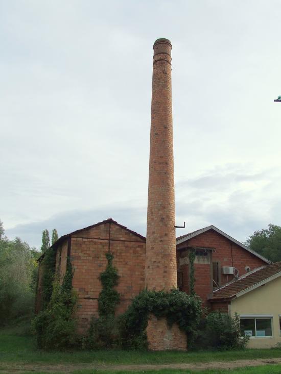 Saint-Germain-du-Puch, la cheminée en briques