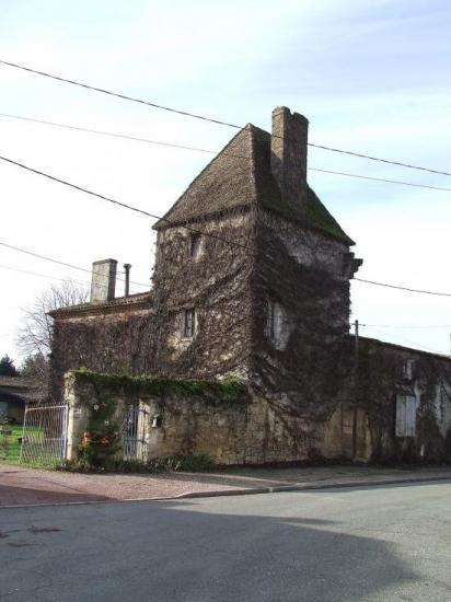 Génissac, une tour au port de Génissac.