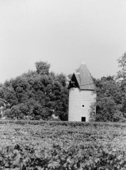 Saint-Christophe-des-Bardes, un moulin au château Haut-Sarpe.