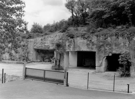 Malvergne, d'anciennes carrières de pierres aménagées.