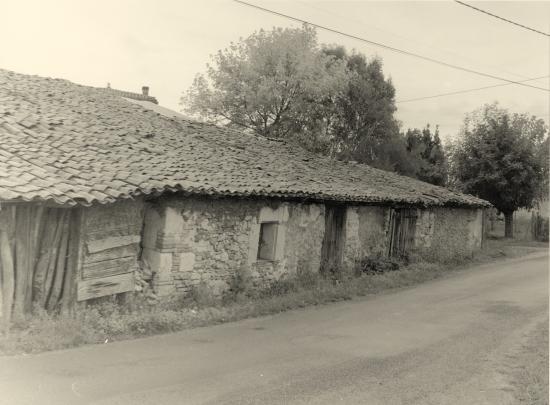 Lapouyade, une ancienne grange en torchis,