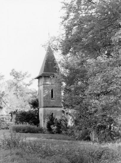 Saint-Christophe-des-Bardes, une tour au château Guillemot.