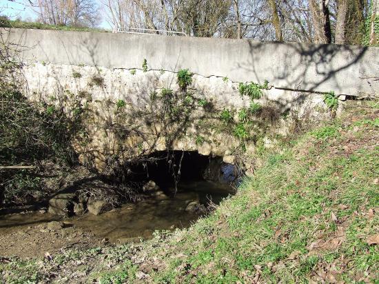 Saint-Aubin-de-Branne, le pont de l'Estrabeau.