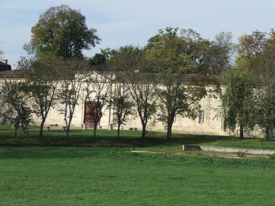 Saint-Germain-du-Puch, le château de Jonqueyres.