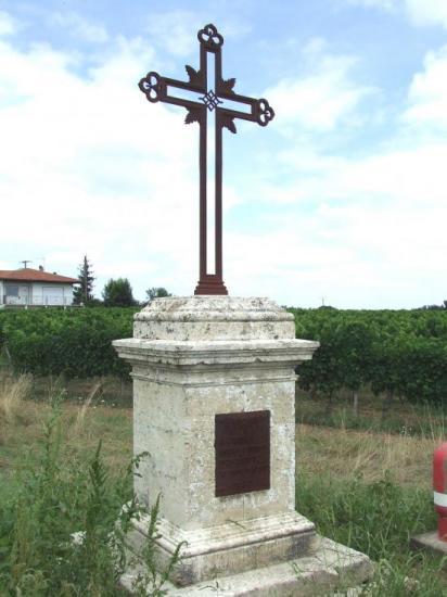 Nérigean, la croix de carrefour Saint-Bernard.