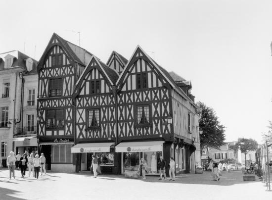 Auxerre, et toujours des maisons....