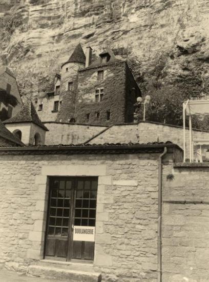 La Roque-Gageac, constructions à flanc de rocher.