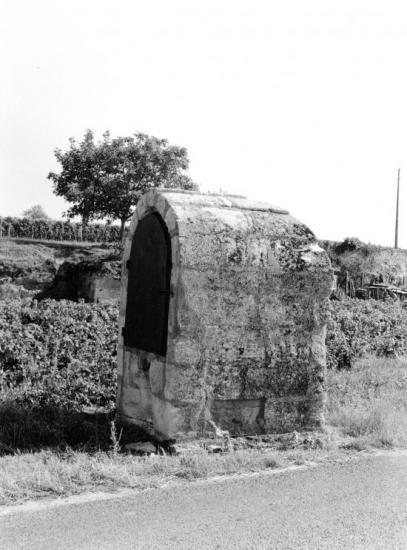 Saint-Emilion, un puits fermé.