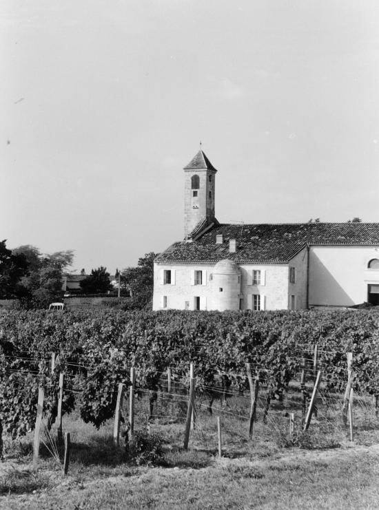 Saint-Emilion, un pigeonnier au château Haut-Mazerat.