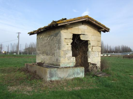 Génissac, une maison de vigne avec un bac à eau.
