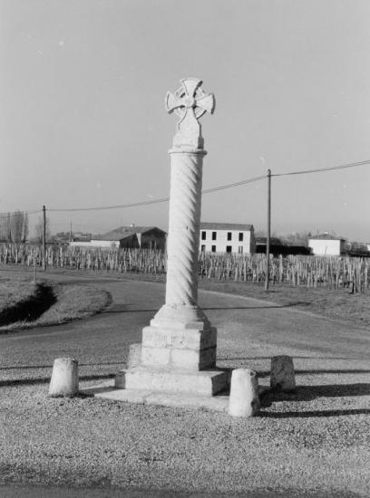 Vignonet, une croix de mission.