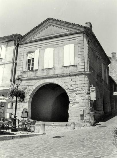 Saint-Emilion, la halle.