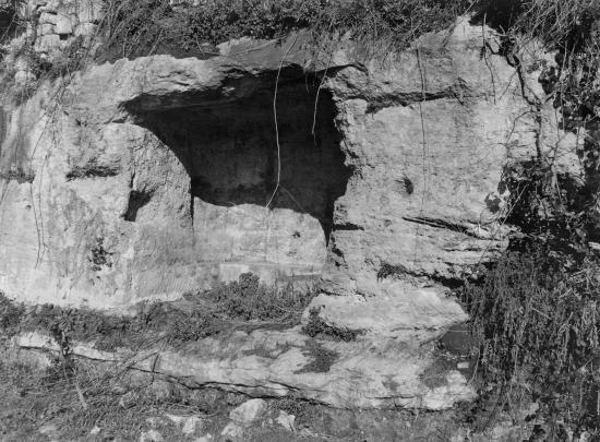 Saint-Laurent-des-Combes, des grottes.