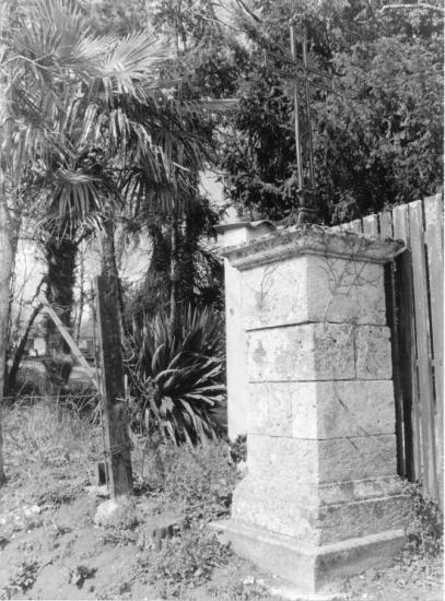 Guitres, la croix du serpent, chemin de Chevillard,