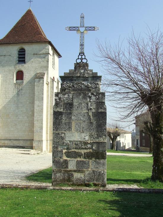 Grézillac, une croix de mission.