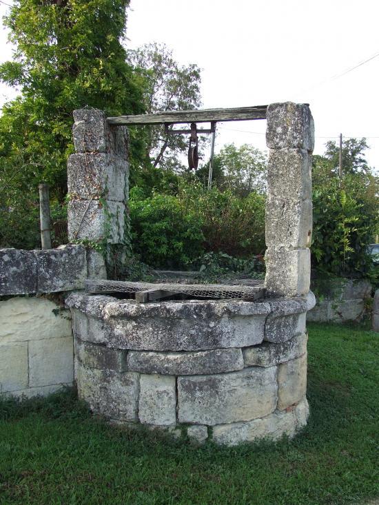 Saint-Germain-du-Puch, un puits,