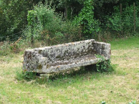 Lugaignac, un banc de pierre,