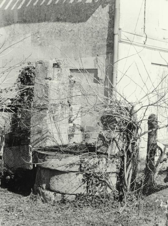 Vignonet, un puits mitoyen.