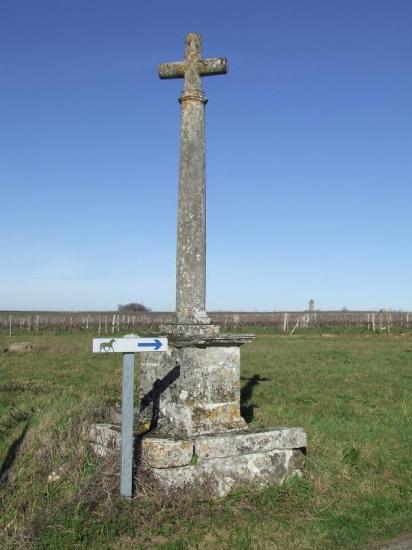 Saint-Aubin-de-Branne, une croix de carrefour,